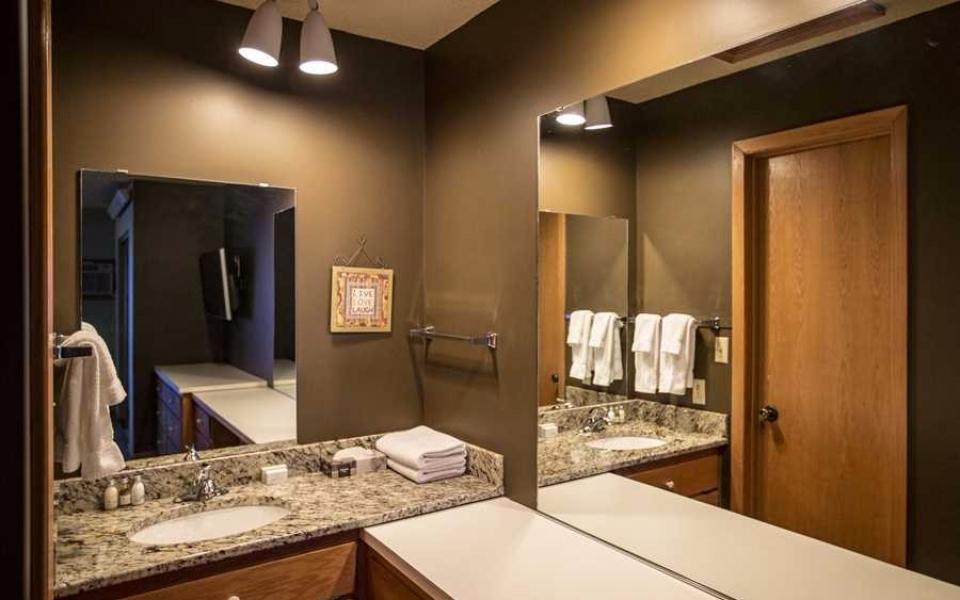 Unit 416 Upstairs Bathroom (1)